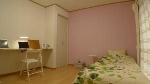 勝田台シェアハウス個室ピンク