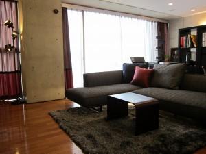 AFTER2 モダンな家具とアクセントカラーがマッチ