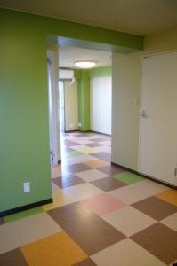 フロアタイルを組み合わせてオリジナルな床