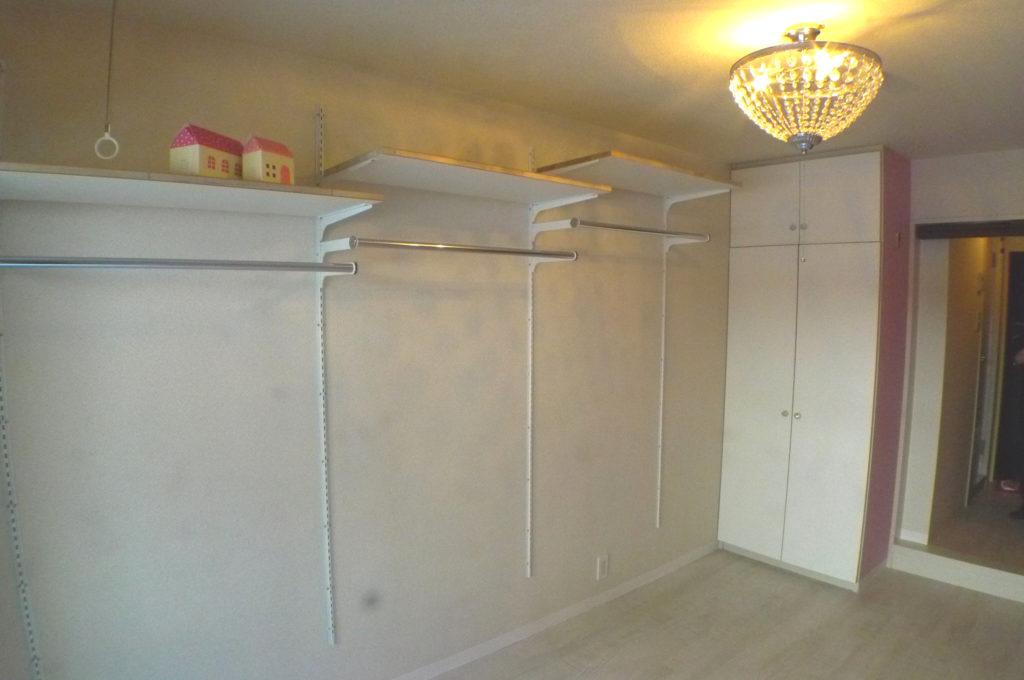 賃貸でも備え付け可動棚で収納の不安を解消