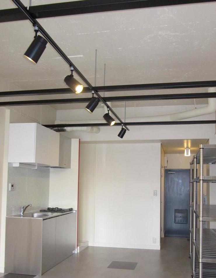 天井の仕上げをなくして、店舗の様な空間に!