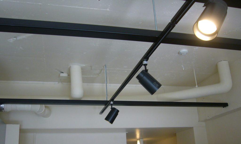 天井仕上げをなくして店舗の様な空間に!