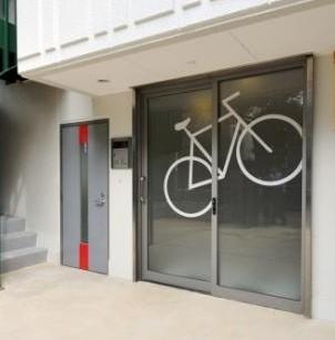 一見して自転車愛好家にアピールするエントランス
