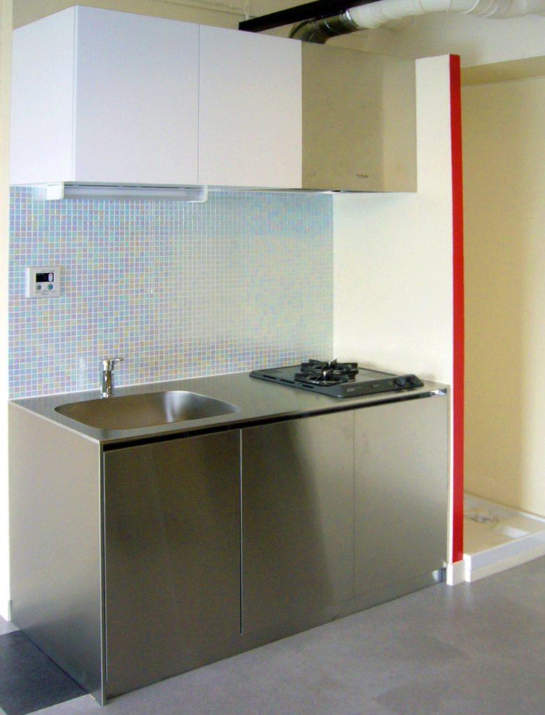 目を引くデザイン性の高いキッチン