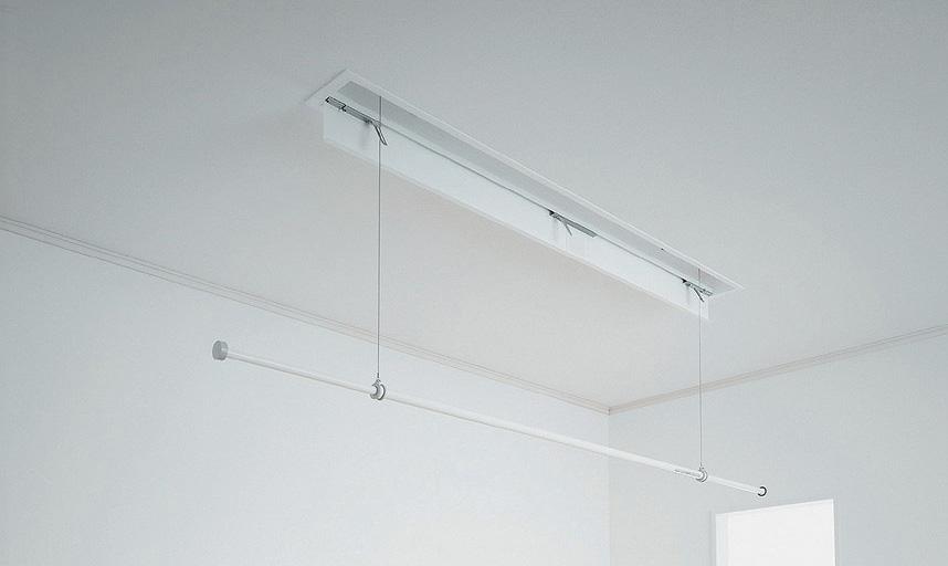 電動タイプで天井に収納する物干し