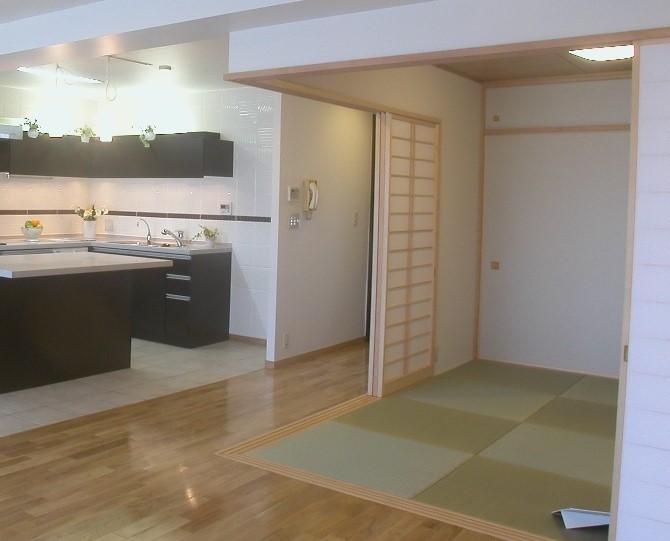 一角に設けた引き戸のある和室