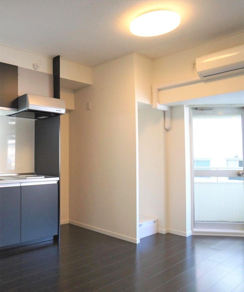 事例⑤:コンパクトなキッチンと洗濯機置き場