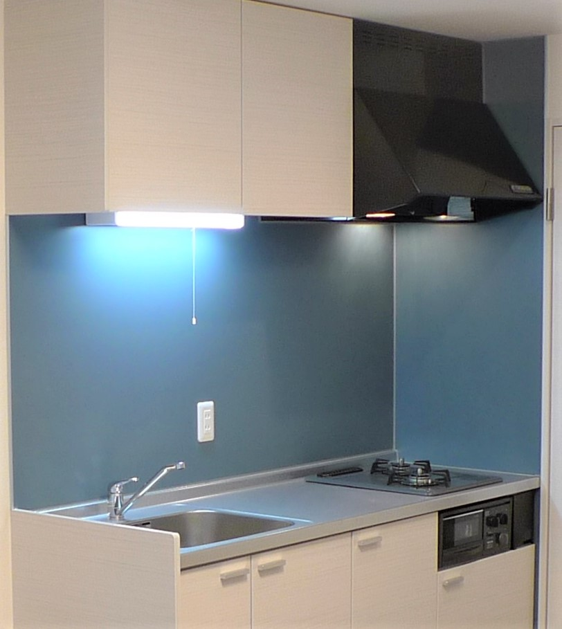 清掃性のいいカラーキッチンパネル