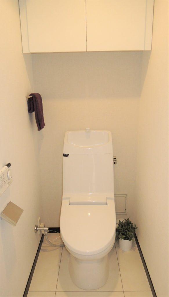 トイレ吊戸収納