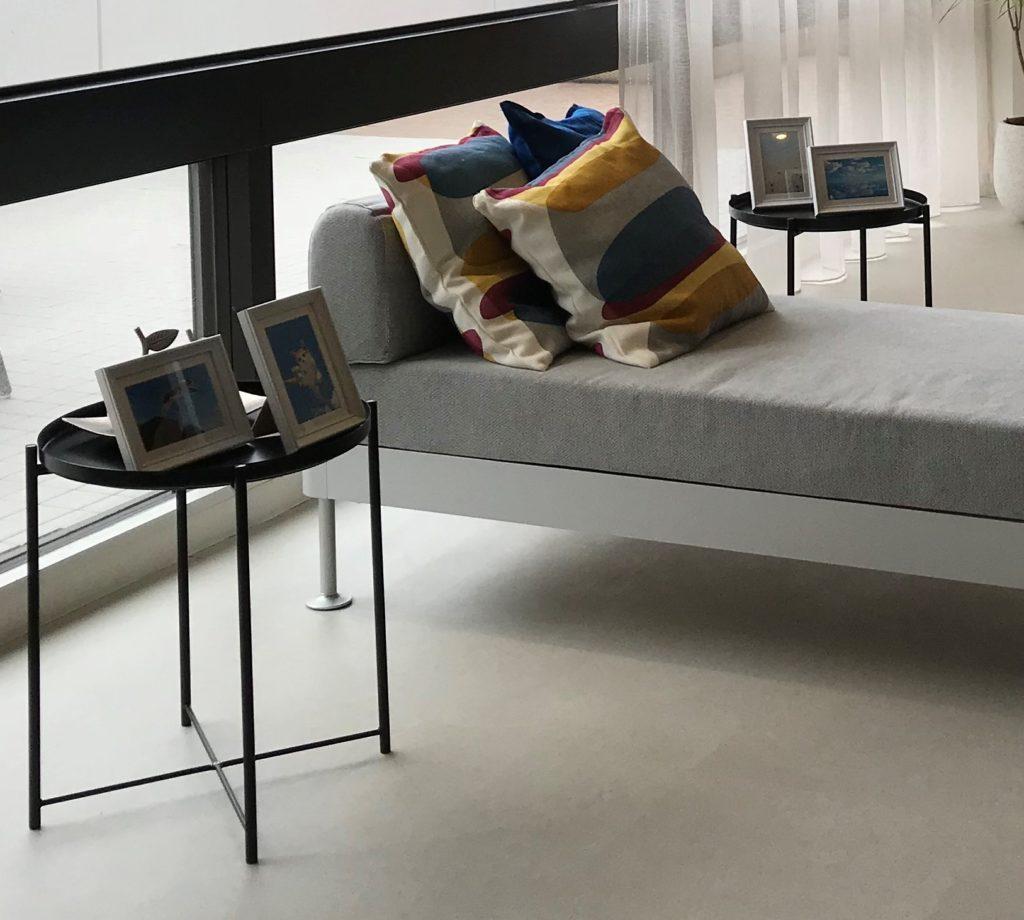 ソファーにサイドテーブルをプラスして使いやすく