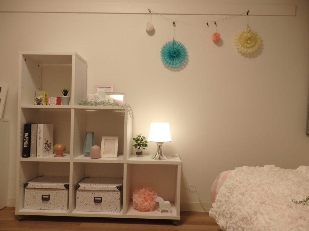 部屋の飾りに使える紙飾り、ボンボンなどもピンクやブルー系を選べばアクセントになり、春らしく感じられます。