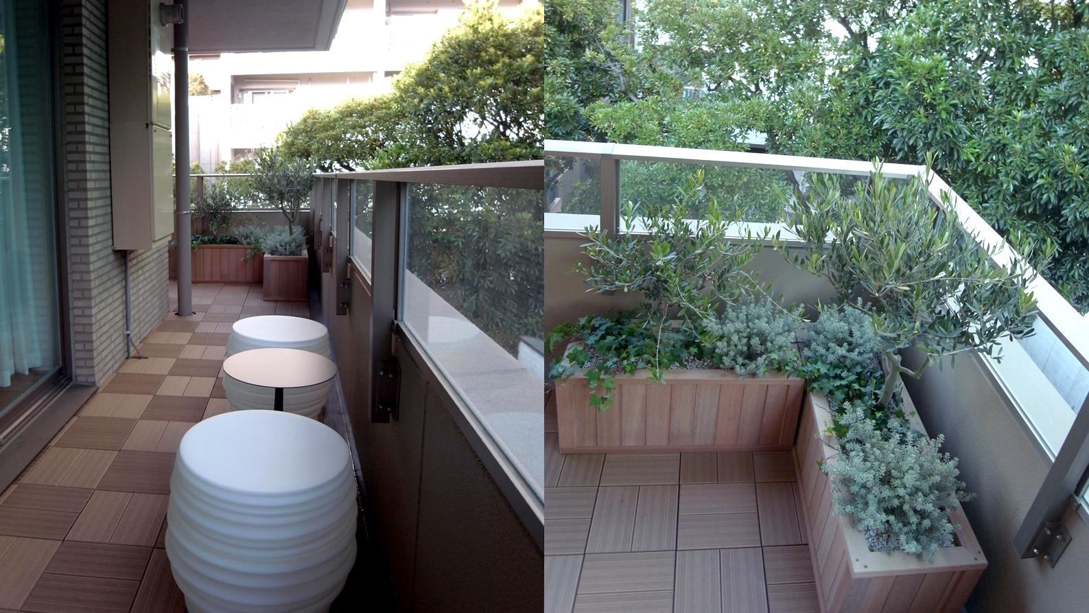 観葉植物に囲まれたテーブル席