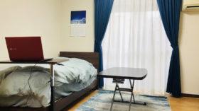 落ち着いたインテリアの男性一人暮らしの部屋た色の家具でコーディネート