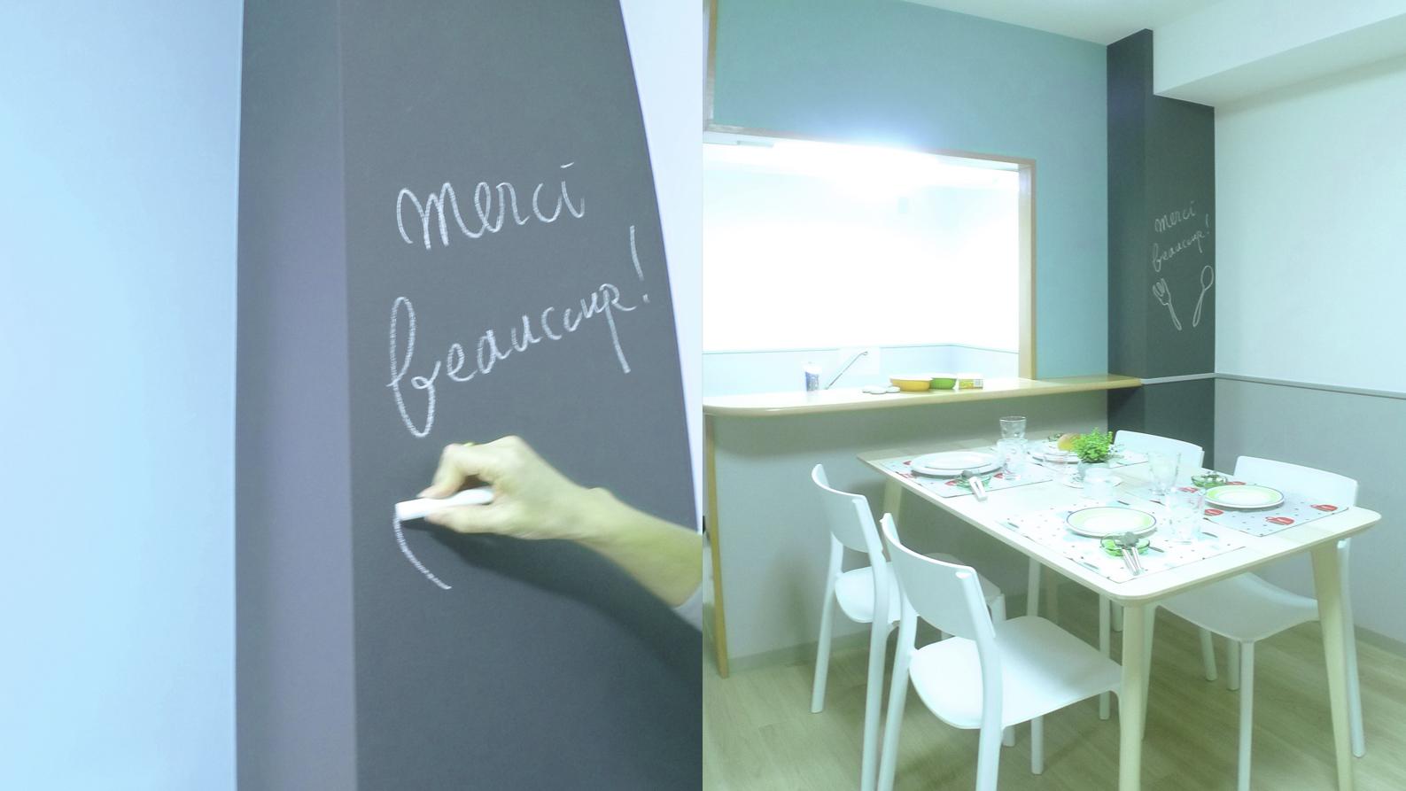 黒板クロス貼りしたキッチンの柱型